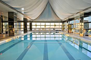 Millennium united nations plaza hotel new york prix for Piscine new york