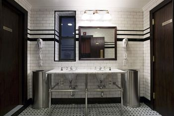 The jane hotel new york manhattan west village prix for Salle de bain new york